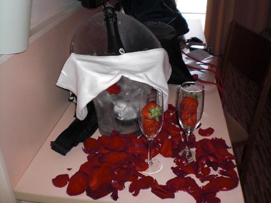 RV Hotel Ametlla Mar: esto es lo que ellos llaman pack romantico....que triste