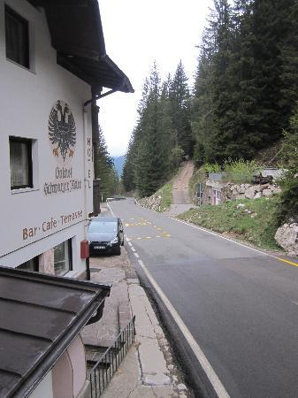 Hotel Adler Carezza: Main Road by hotel