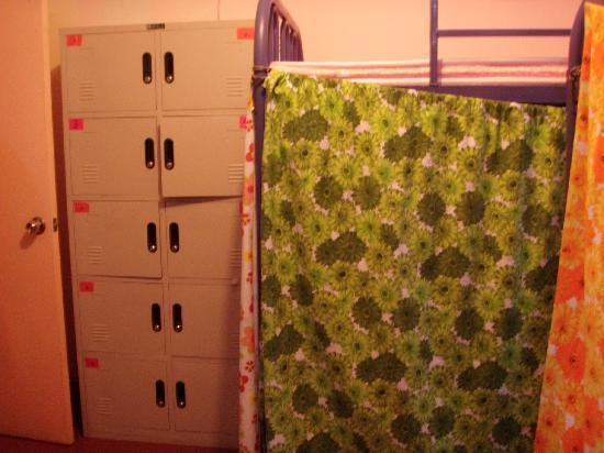 Sunflower Youth Hostel : lockers