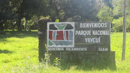 Paraguay: Eingang Naturpark Ybycui