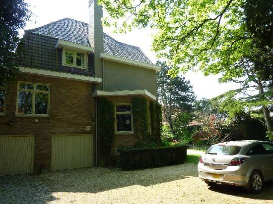 Bed & Breakfast 't Sevencoote Brugge : Driveway for guest parking