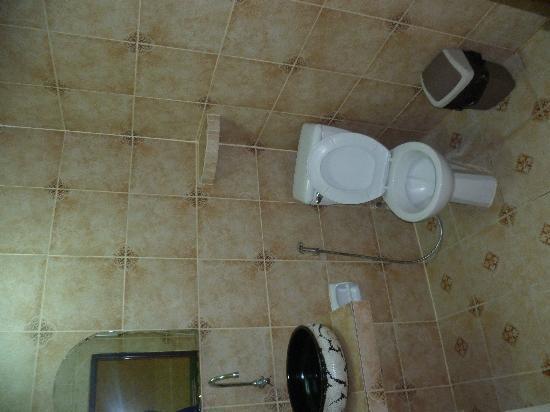 Eagle House: Bathroom