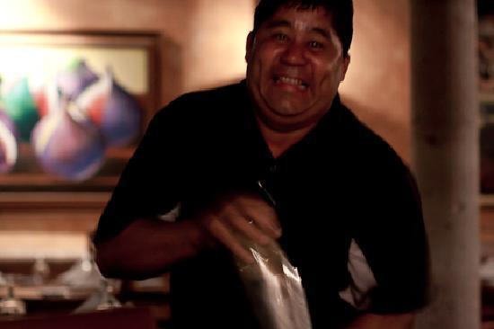 Meson Del Angel : Alberto shaking his thang