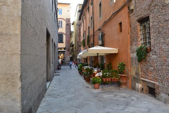 Ostello San Frediano: Streets of Lucca