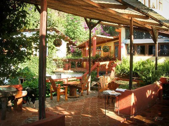 Lush Atitlan: restaurant (hummingbirds will have breakfast near you)
