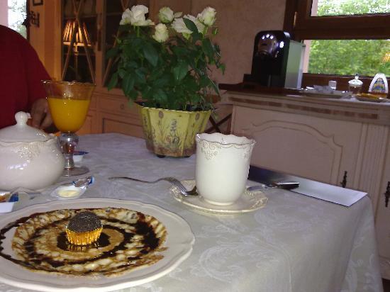 Hotel rural Arpa de Hierba: Desayunando Crépes
