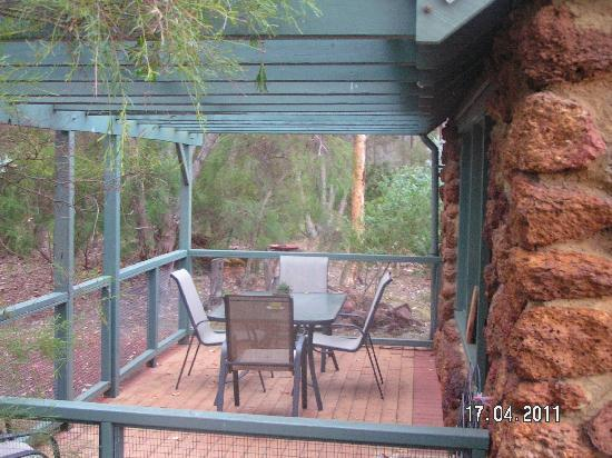 Margaret River Stone Cottages: rear of the cottage is right in the bush
