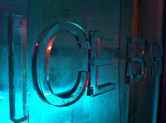 Titanium Bar: Eingang zur Ice Bar