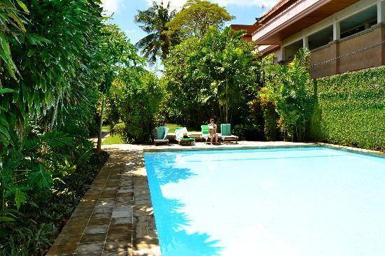 Raja Gardens Hotel : La piscine