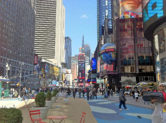 Hotel Chandler: times square, pedestrianised area