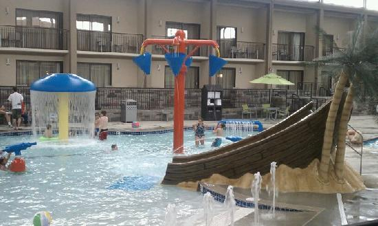 BEST WESTERN PLUS Bloomington Hotel: pool area