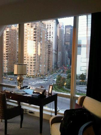 Trump International Hotel And Tower New York: Living Room With View