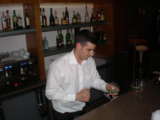 Grand Muthu Forte do Vale: Reuben the bar staff member, great guy.