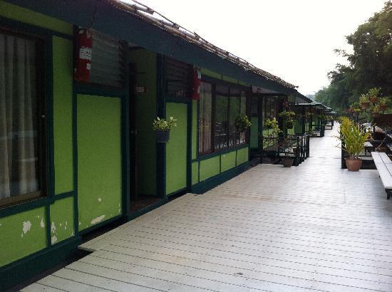 Pung-Waan Resort: nice paint job
