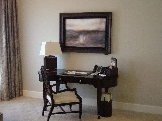 Mandarin Oriental, Atlanta: Room 2 - Desk and TV