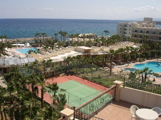 Oscar Resort Hotel: the other 2 pools plus tennis court