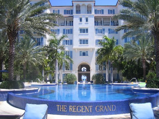The Regent Grand: Wow, the pool!