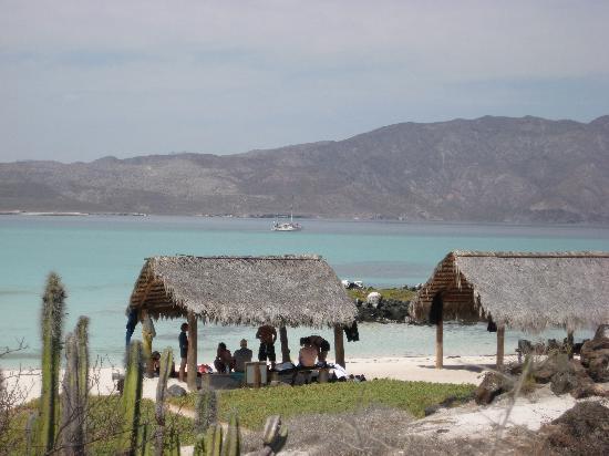 Dos Mundos: Beach