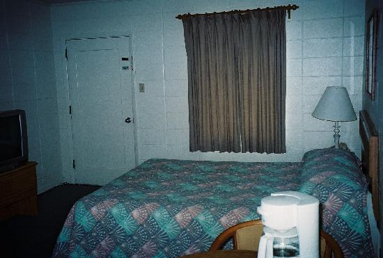 Moran Motel: King Bedroom