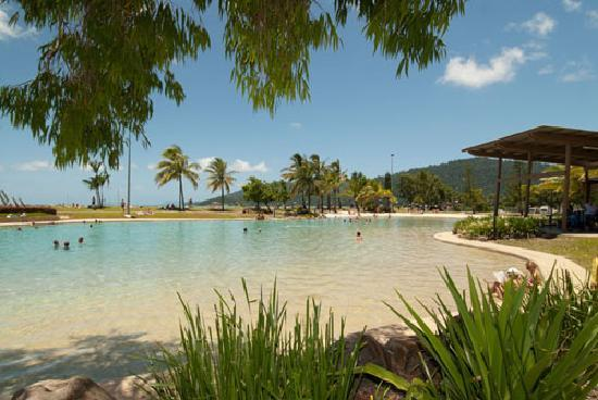 Whitsunday on the Beach: Located on the Airlie Beach Lagoon