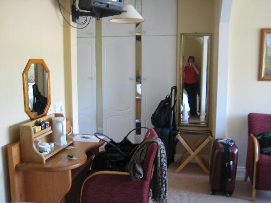 Bambury's Guesthouse: The Entry Area