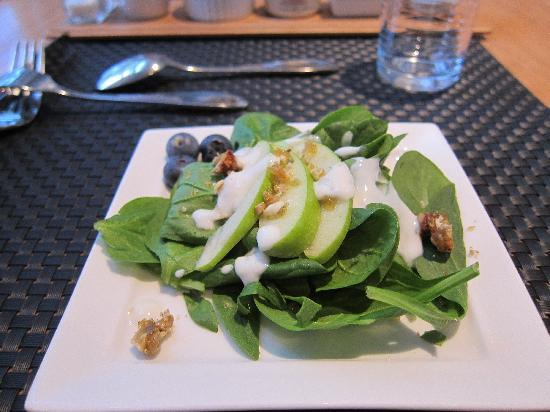 Captain Fairfield Inn: spinach salad with blueberries and a yogurt dressing
