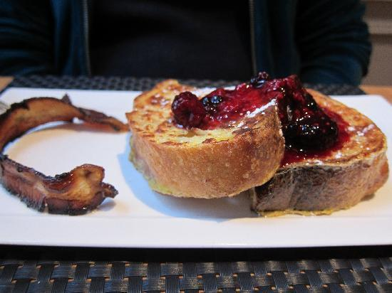 Captain Fairfield Inn: French toast with berry compote and local bacon