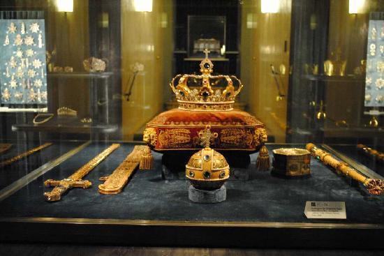 Residenz Treasury displaying Bavaria's crown jewels, Munich