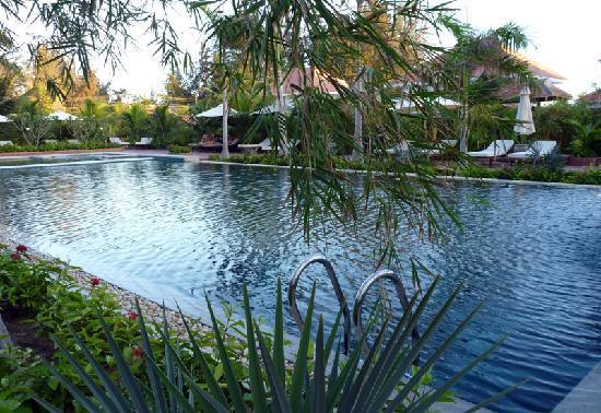 Full Moon Village: the pool