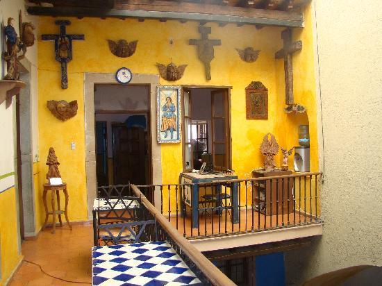 Hostel Casa del Angel: Mesas de lectura