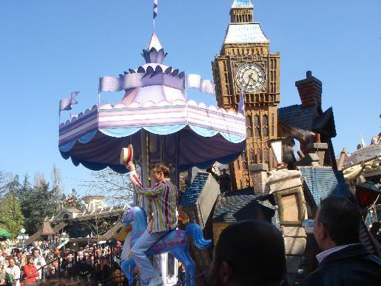 Disneyland: 見ごたえのパレードの様子