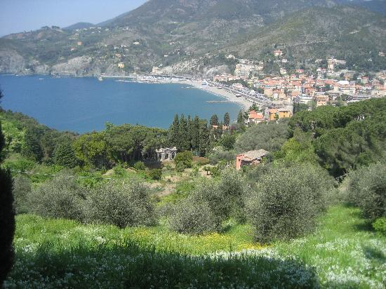 La Dolce Vita: Levanto from the trail to Monterrosso