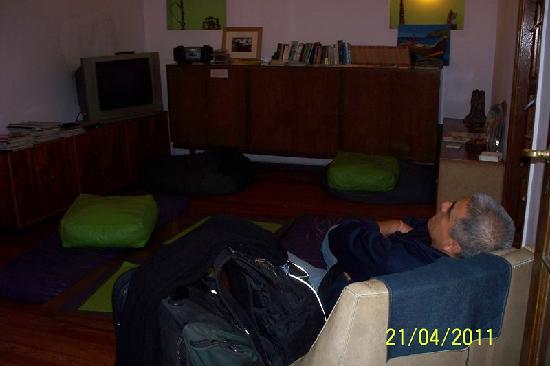 Vi Luz y Entre Hostel: Cómoda sala de estar