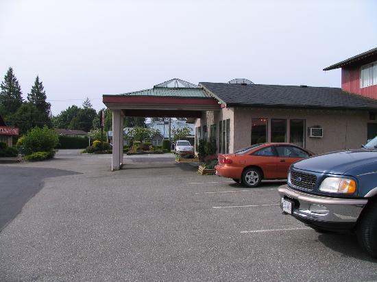 Alpine Inn : Front entrance