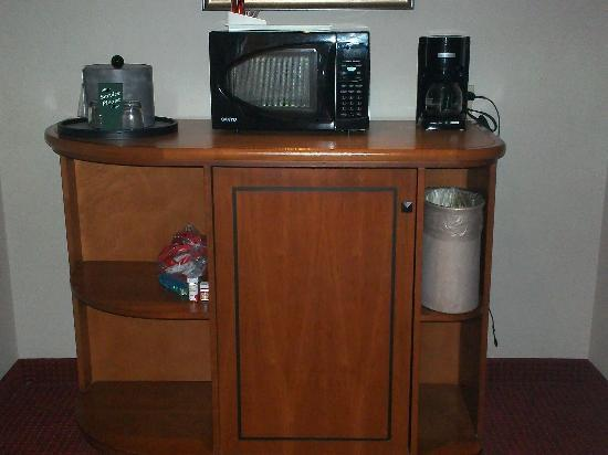 Coushatta Grand Hotel: Coffee, Microwave, Fridge