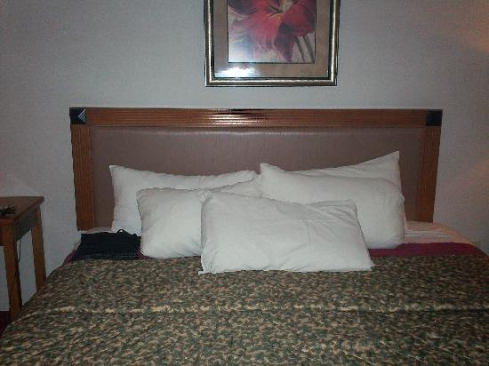 Coushatta Grand Hotel: Pillows, pillows, pillows