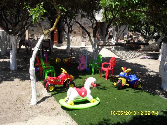 Morgul Antik Restaurant: child friendly garden