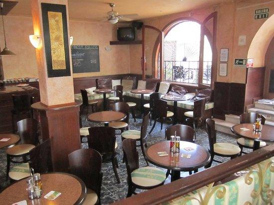 Premier Bar & Restaurant : The Bar & Restaurant