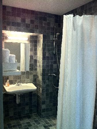 Hotel Alegria: Our room Olive room - bathroom