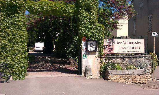 Le Cellier Volnaysien: entrance of the restaurant