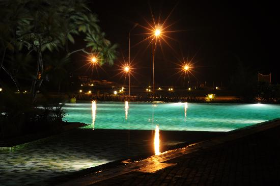 Club Mahindra Puducherry: Pool