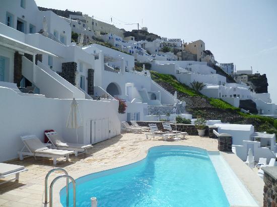 Tholos Resort: Hotel terrace & pool