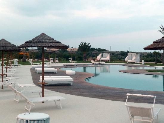 Hotel Borgo Pantano: La piscina con i baldacchini