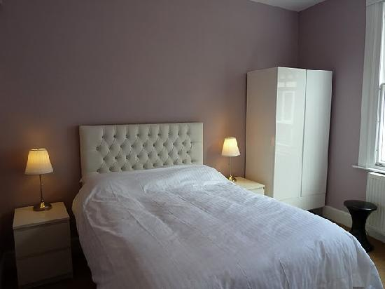 Grosvenor Place Guest House: All bedrooms have luxury beds as standard