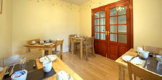 Alpha Guest House: breakfast room