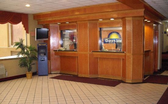 Days Inn Philadelphia - Roosevelt Boulevard: Lobby Area