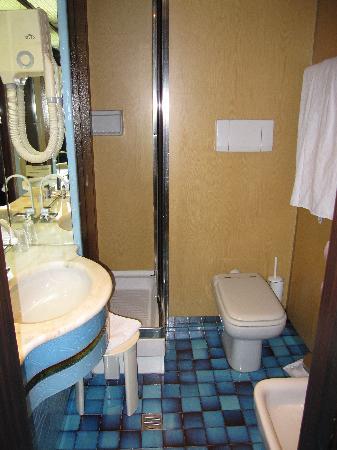 Meditur Hotel Cagliari Santa Maria: La salle de bain