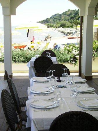 Hotel La Perla: Ristorante sul mare