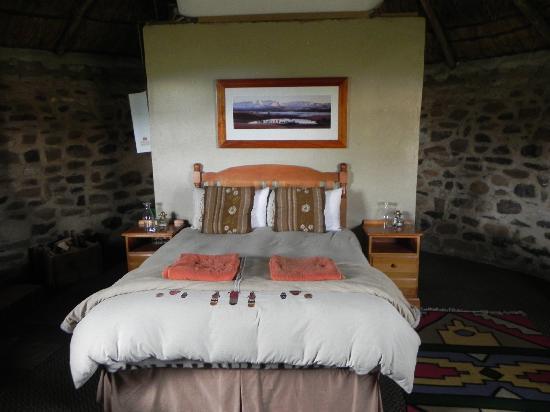 Sani Mountain Lodge: Rondavel bedroom