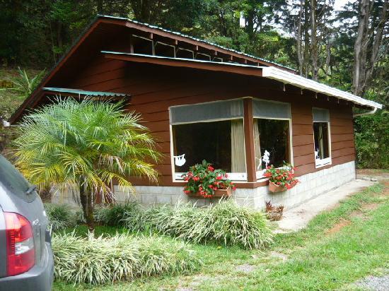 Caba a picture of los pinos cabanas y jardines cerro for Cabanas para jardin